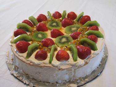 Australian Dessert - A Beautiful Pavlova