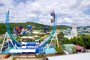 Panorama of Wet'n'Wild Water Park - © 2007 Warner Village Theme Parks