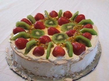 Australian Dessert - A Beautiful Pavlova